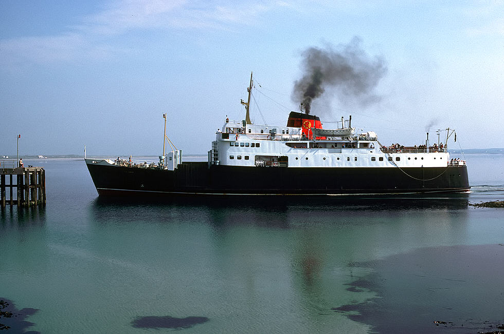 MV Columba arrives at Gott Pier